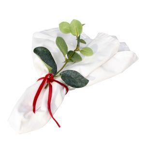Serviette Stoff mit Eukalyptus und rotem Band